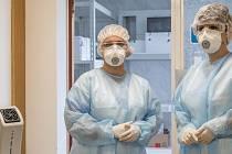Laboratoř Nemocnice Prostějov zdvojnásobila vyšetřovací kapacitu pro testování nového typu koronaviru.