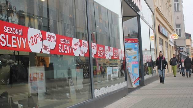 Obchody lákají na povánoční slevy. ... 538d85aee28