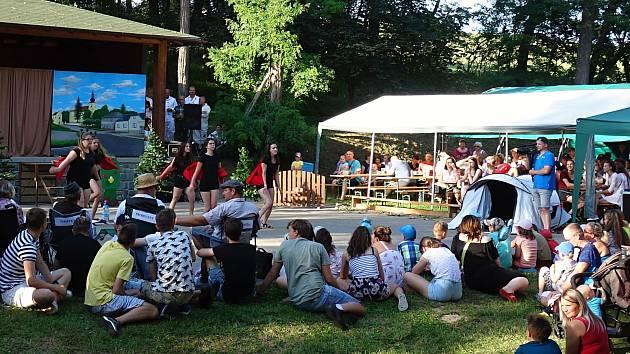 Na tradiční Tištínské hody přijelo přes šest set návštěvníků.