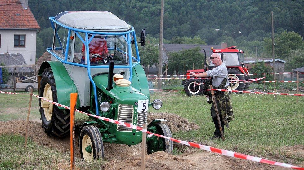 Jedenáctý ročník traktoriády ve Stínavě