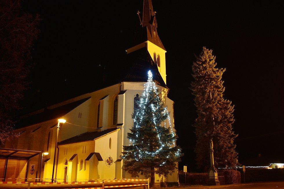 Vánoční strom v Rapotíně.