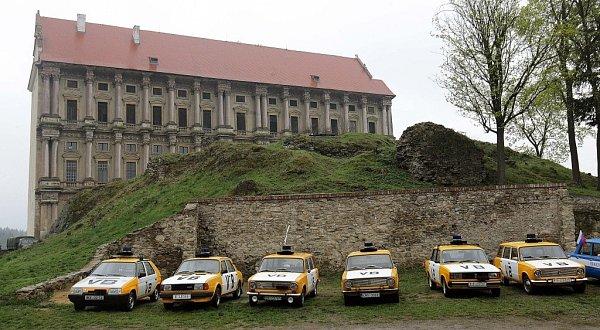 Ukázky zpolicejní historie na nádvoří plumlovského zámku