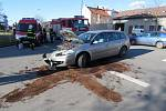 Dva lidé se zranili při pondělní nehodě v Dolní ulici.