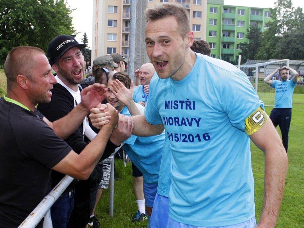 Fotbalisté Prostějova slaví postup do druhé ligy. Karel Kroupa