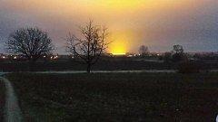 Světelný hřib vycházející ze skleníků u Smržic