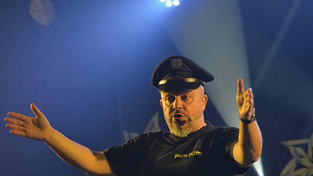 Zdeněk Izer se svou show