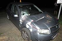 Srážka vlaku s automobilem u Kostelce si vyžádala jedno zranění.