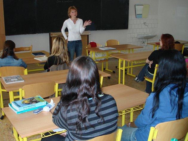 Otázku státních maturit probrali studenti obchodní akademie s poslankyní Kateřinou Konečnou.