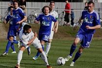 Fotbalisté 1.SK Prostějov (v modrém) proti Baníku Ostrava