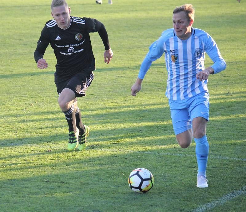 Fotbalisté Prostějova (v modrém) proti Třinci. Jan Koudelka