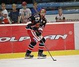 Hokejisté Prostějova (v černém) doma porazili Jihlavu 3:2.Matěj Venkrbec (Prostějov)