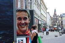 Výstava unikátních velkoformátových fotografií s olympijskou tematikou před prostějovskou radnicí