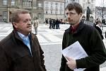 Petr Kousal (vlevo).