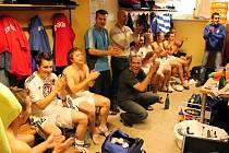 Oslavy prostějovských fotbalistů v kabině