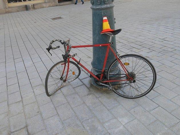 Na náměstí TGM v Prostějově se srazil cyklista s chodkyní