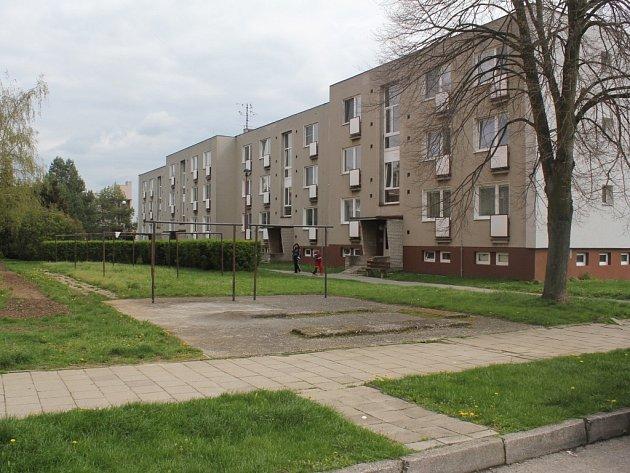 V Kostelci na Hané se chystají na rekonstrukci sídliště. Změn by měly doznat chodníky, zeleň i parkovací plochy.