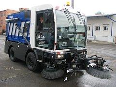 Nový čistící vůz přišel radnici na čtyři miliony.