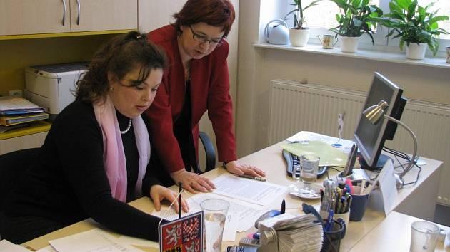 Starostka Držovic Blanka Kolečkářová (vlevo)