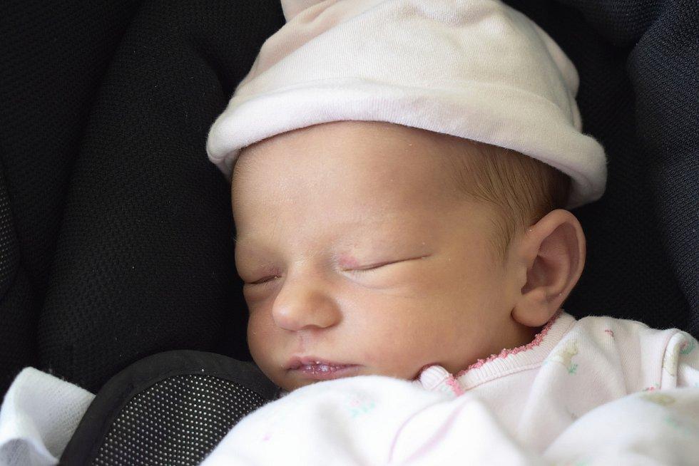 Anna Dobrůšková, Prostějov, narozena 20. června v Prostějově, míra 51 cm, váha 3400 g