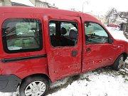 Nehoda řidičky renaultu v Kostelci na Hané