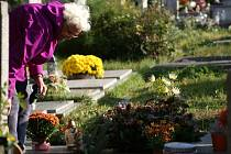 Dušičkové období na Městském hřbitově v Prostějově. Ilustrační foto