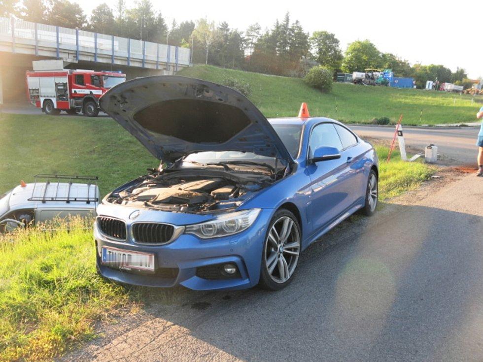 Mladík za volantem BMW nedal přednost a zavinil srážku.
