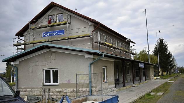 Rekonstrukce výpravní budovy kosteleckého nádraží  - květen 2021