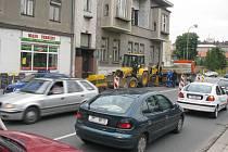 Přes pět set lidí žijících na Vápenici v Prostějově bylo 22. května odpoledne kvůli poruše vodovodního řadu bez pitné vody. Havárie způsobila komplikace istovkám řidičů.