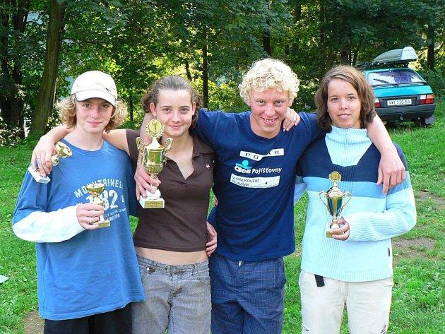 Úspěšní plavci. Zleva: Bonczek, Mráčková, Slezák, Nováková