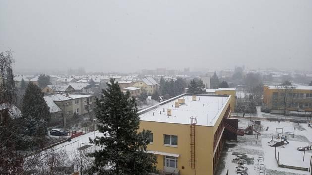 Sníh zasypává Česko