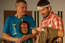 Prostějovské Moje divadlo představilo v Žárovicích své nastudování komedie 1+1=3