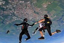 Mezinárodní setkání parašutistů z celého světa Vector Festival na prostějovském letišti