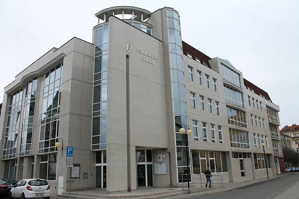 K uctění jednoho z nejvýznamnějších Prostějovských rodáků Edmunda Husserla bude uspořádáno mezinárodní kolokvium, výstavy a instalována bude pamětní deska. Umístěna by měla být na budově Finančního úřadu.