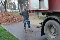 Hromady listí postupně mizí z Kolářových sadů. Úpravy tohoto velkého prostějovského parku skončí zhruba za dva týdny.