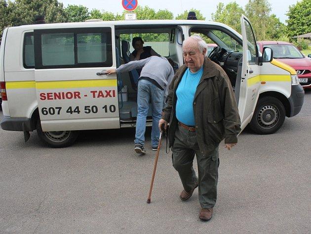 Senior taxi v Prostějově
