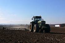 Zemědělci na polích