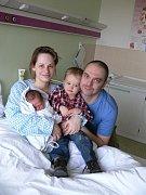 Tobiáš Petr s rodinou, Olomouc, narozen 23. února, 51 cm, 3250 g