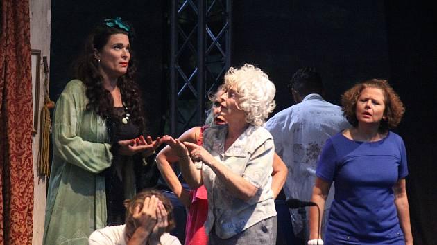 Divadelní představení Světáci v Čechách pod Kosířem pod širým nebem