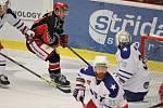 Hokejisté Prostějova (v černém) proti Třebíči