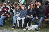 Hubertské slavnosti letos táhly. Na přehlídku dravců či loveckých psů dorazily davy lidí.