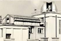 DOBRÉ UMÍSTĚNÍ. Pro budovu hvězdárny bylo vybráno místo uprostřed Kolářových sadů, tehdy ještě na okraji města.
