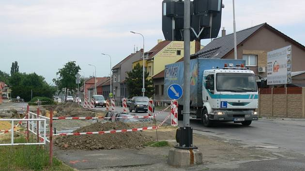 Rekonstrukce Olomoucké počítá s novým zabezpečením železničního přejezdu, s opravou křižovatky a Sladkovského a Barákovy ulice