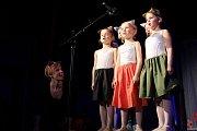 Divadelní představení O kočičí princezně v podání nejmenších herců.