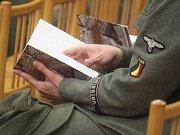 V kulturním domě v Čelčicích proběhl slavnostní křest knihy, která nese název Pod Říšským vysílačem Donau