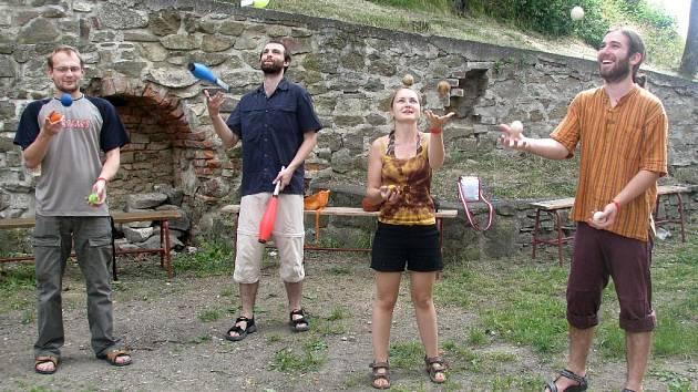 Workshop žonglování na festivalu PlumLOVE