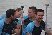Téměř stovka posádek dračích lodé se o víkendu prala s vodou v Plumlovské přehradě. Družstva dorazila z blízkého okolí, ale také ze severních Čech či ze Slovenska.