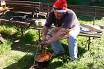 Soutěž o nejlepší kotlíkový guláš v plumlovském kempu Žralok - Guláš z králíka na zelenině