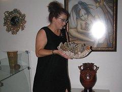 Renáta Lacinová se svými díly ve Špalíčku