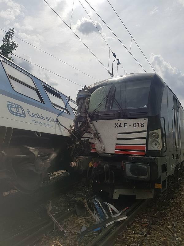 V Němčicích nad Hanou srazil lokomotivní vlak jedoucí z Havlíčkova Brodu do Ostravy s osobním vlakem jedoucím z Olomouce do Nezamyslic