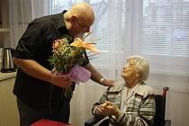 Stanislava Páleníková, která žije v Domově důchodců v Prostějově, oslavila v úterý 102. narozeniny